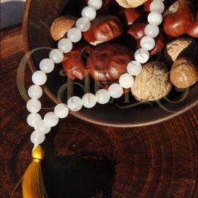 Купить Четки из белого агата c желтой кисточкой на 33 бусины 10 мм
