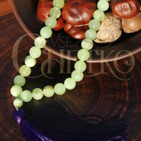 Четки из оникса светло-зеленого с фиолетовой кисточкой на 33 бусины 10 мм