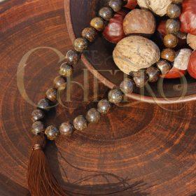Четки из бронзита на 33 бусины шарика 10 мм с коричневой кисточкой
