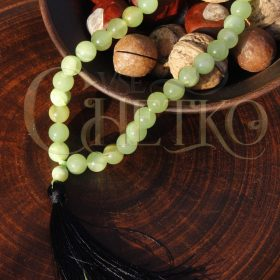 Четки из оникса светло-зеленого с черной кисточкой на 33 бусины 10 мм