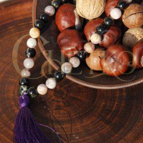 Четки из турмалина на 33 бусины шарика 10 мм с фиолетовая кисточкой