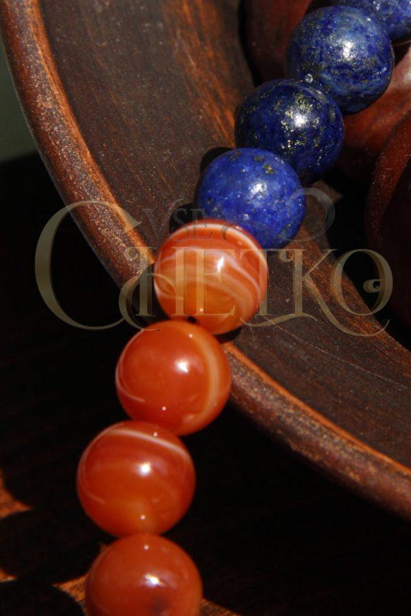 Классические четки Алая синь из сардоникса и лазурита 33 бусины 10 мм с кисточкой